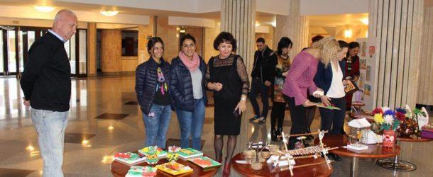 Prima expoziție cu vânzare realizată de copiii instituționalizați, un succes